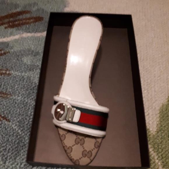 Beige Gucci sandal